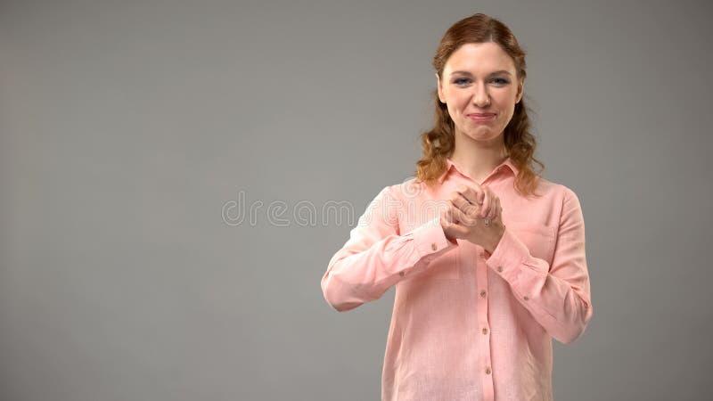 Dame het zeggen gelooft in gebarentaal, die woorden in aslles tonen, mededeling stock foto