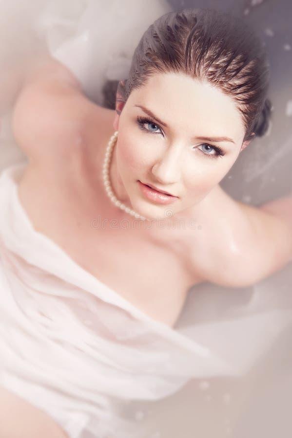 Dame im Wasser stockfotos