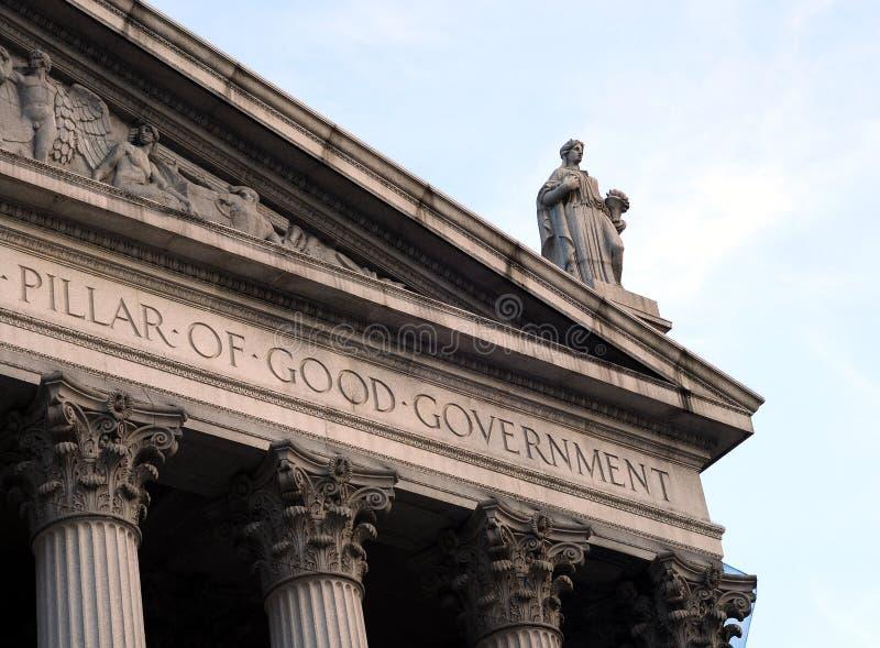 Dame Justice am Dach eines Gerichtsgebäudes lizenzfreie stockfotos