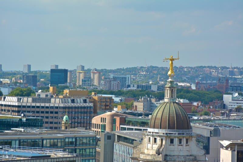 Dame Justice Overlooking London vanaf Bovenkant van Old Bailey royalty-vrije stock foto's