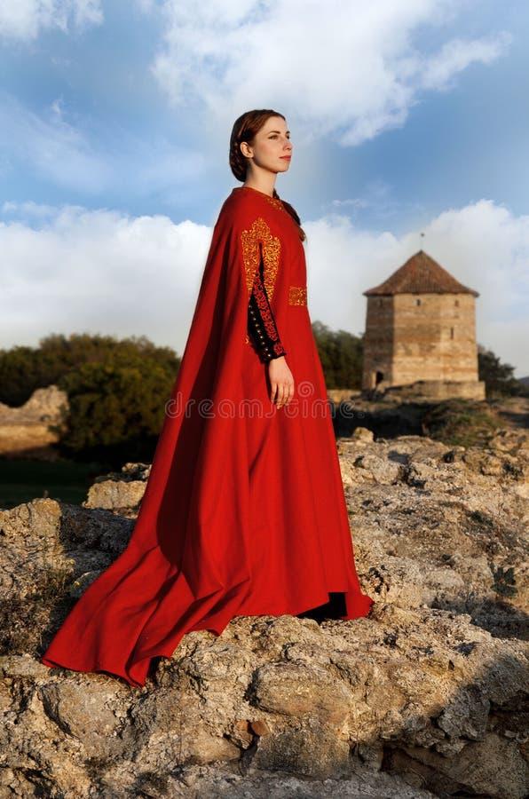 Dame médiévale en rouge photos libres de droits
