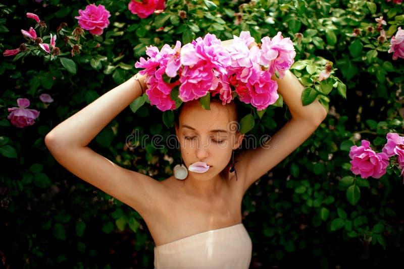 Dame met rozen stock foto