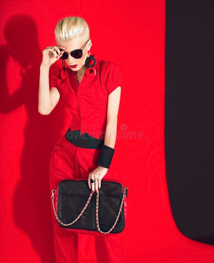 Dame noire et rouge de mode de style photos stock