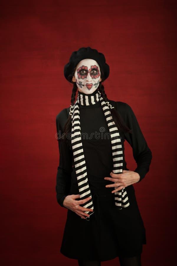 Dame op middelbare leeftijd met grillige make-up stock afbeeldingen