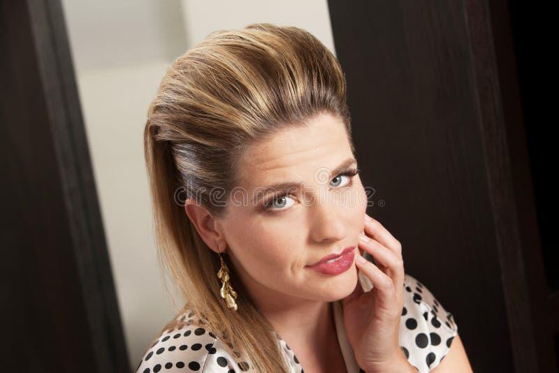 Dame With Retro Hairdo stockbilder