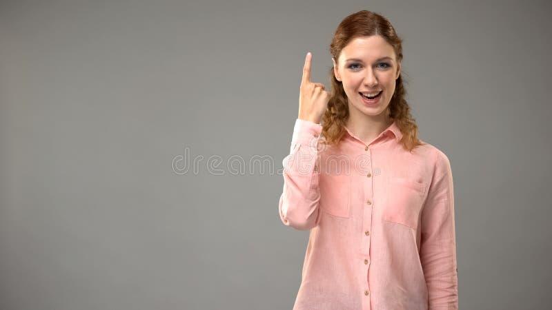 Dame sagend, das ich in der Geb?rdensprache verstehe, Lehrer, der W?rter in asl-Lektion zeigt lizenzfreie stockfotografie