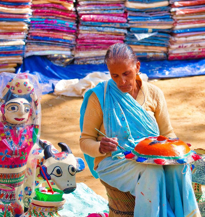 Dame in Surajkund stock foto's