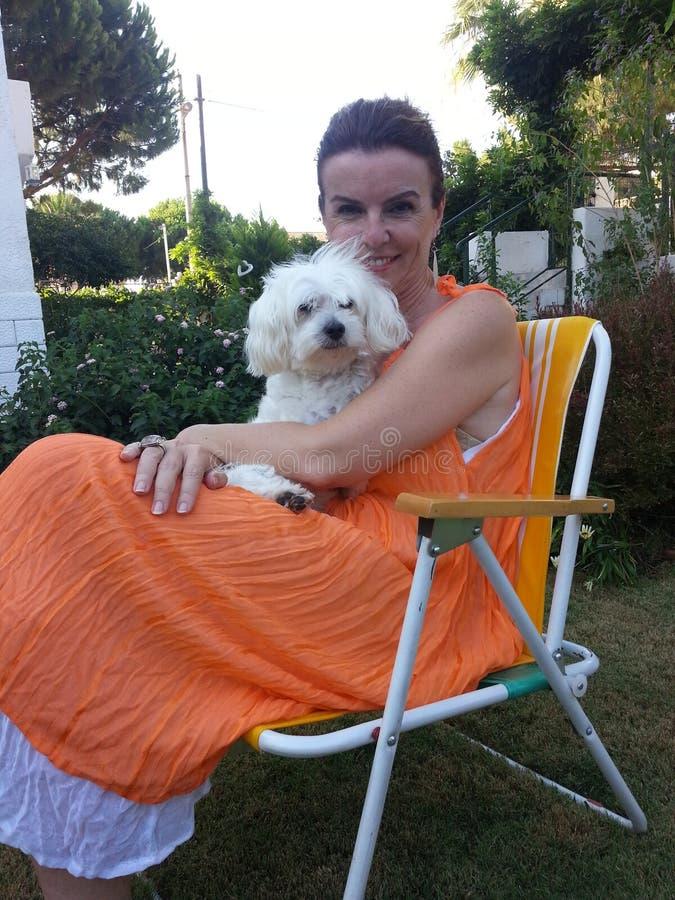 Dame und Hund stockfotos