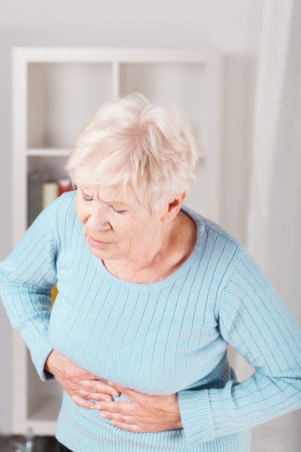 Dame und Magenschmerzen lizenzfreies stockfoto
