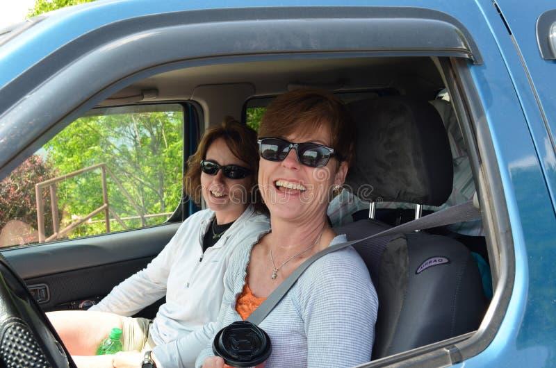 Damen-Autoreise lizenzfreies stockfoto