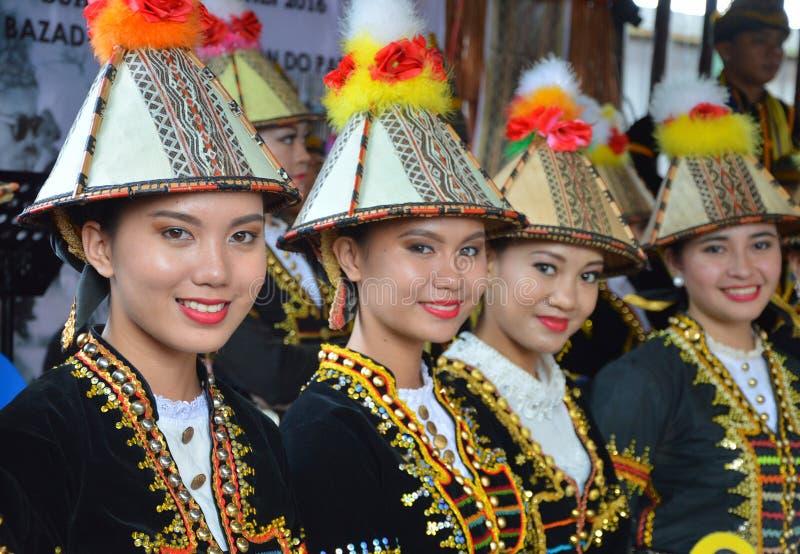 Damen des Kadazan Papar lizenzfreie stockfotos
