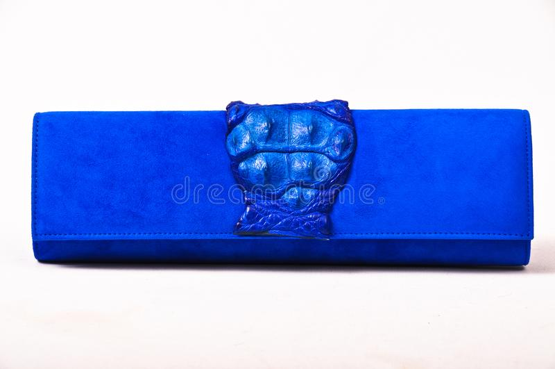 Damenhandtaschenblau, Krokodilleder lizenzfreie stockfotografie
