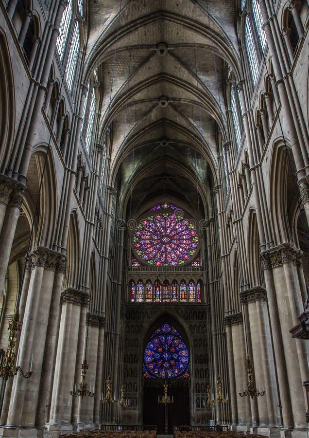 Dames de Notre de cathédrale à Reims images libres de droits