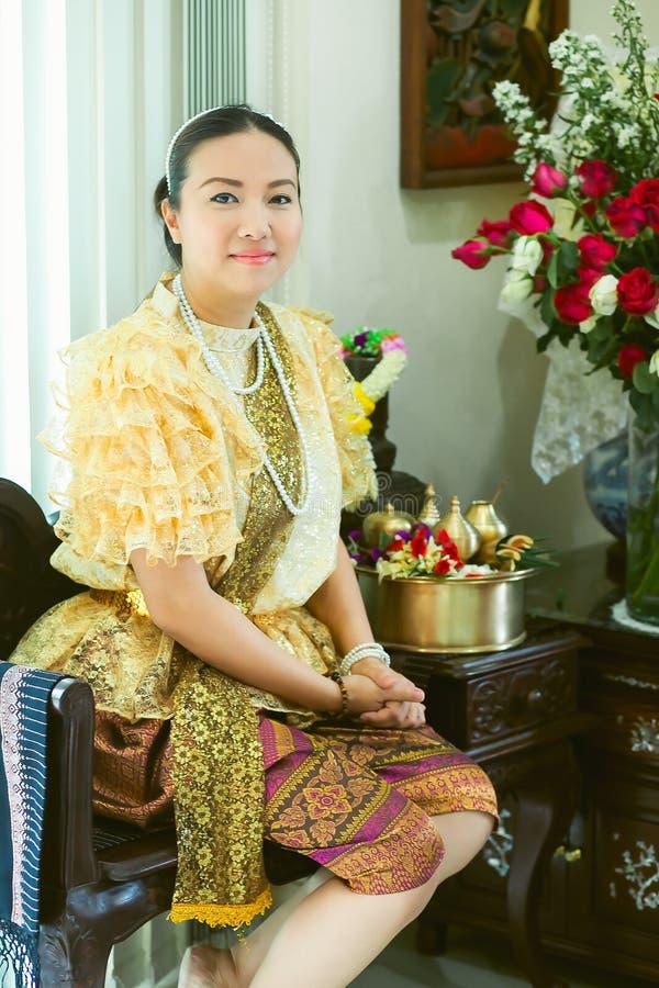Dames et filles dans le style traditionnel thaïlandais de cru de mode le règne du Roi Rama V photo stock