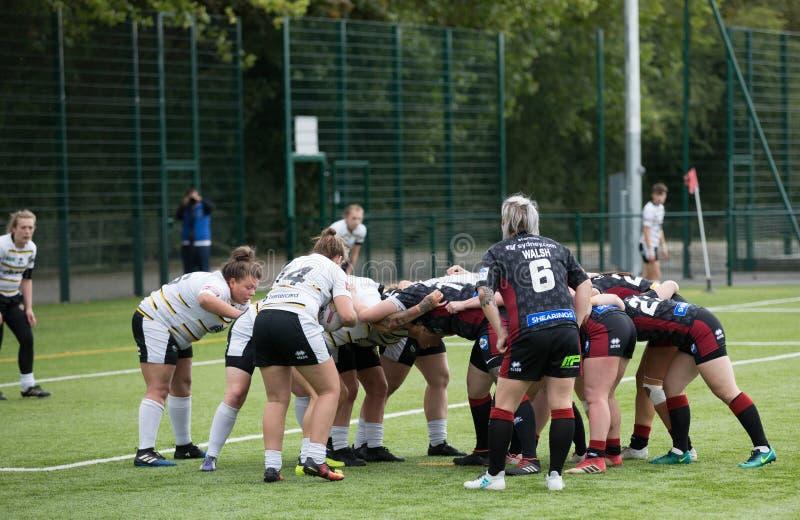 Dames jouant la ligue de rugby photo libre de droits
