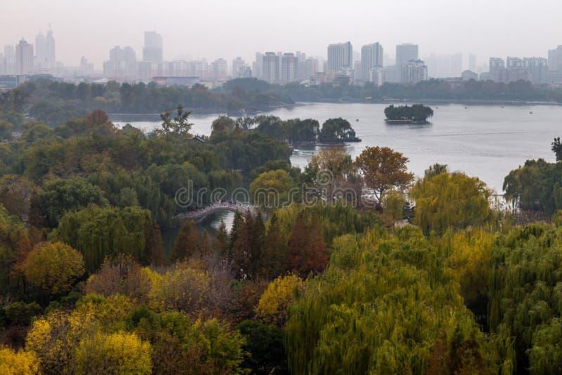 Daming jezioro w jesieni, Jinan, Chiny fotografia stock