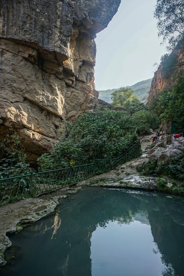 Damm för Tatev jäkelbro arkivfoto