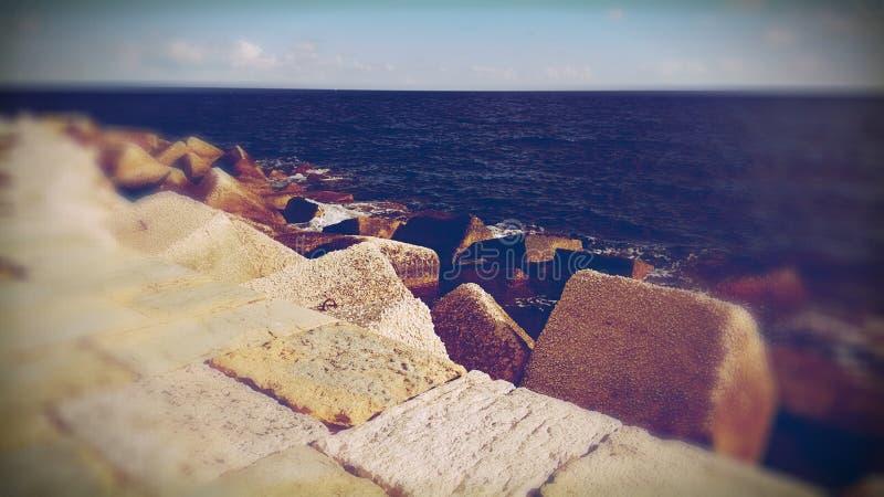 Damm und Ozean stockbild