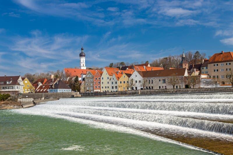 Dammbyggnad på floden Lech i Landsberg arkivbilder