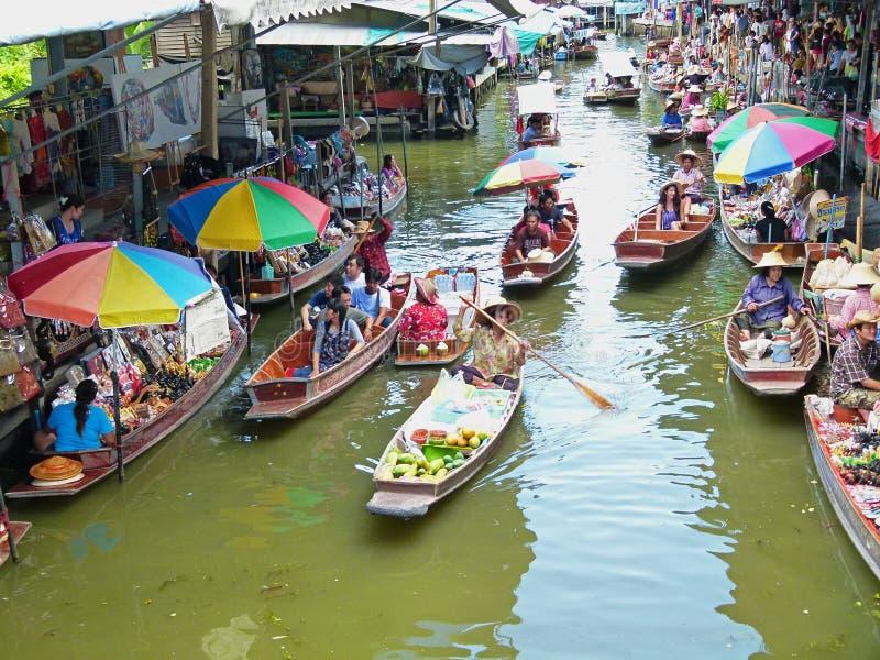 damnoen flottörhus marknadssaduak thailand fotografering för bildbyråer