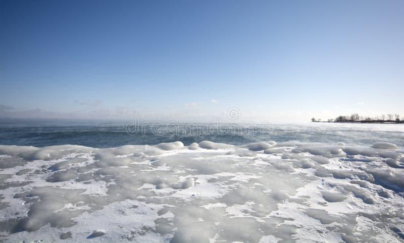 Damp die, van de warme wateren van Meer Ontario weg toenemen stock fotografie