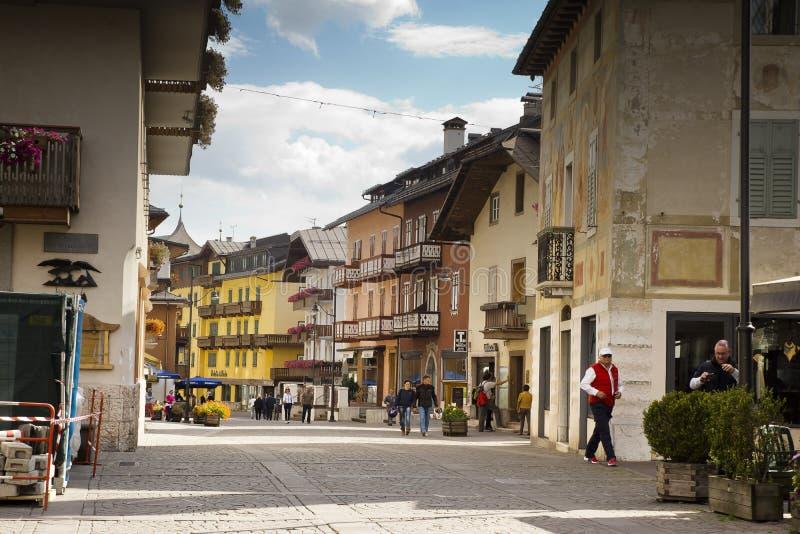 DAmpezzo de Cortina de paysage urbain, Italie image libre de droits