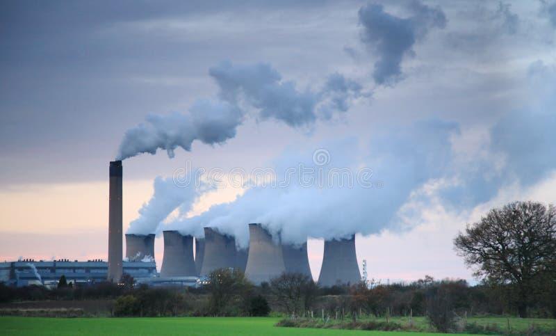 Dampf, der vom Drax Kraftwerk sich türmt stockfoto