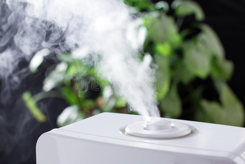 Dampf vom Befeuchter Elektronik stockfotografie