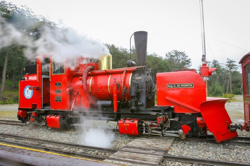 Dampfiger Zug lizenzfreie stockbilder