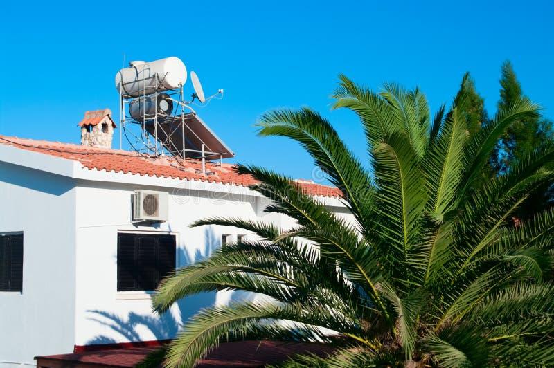 Dampfkessel für Wasserheizung und -Sonnenkollektor lizenzfreie stockfotografie
