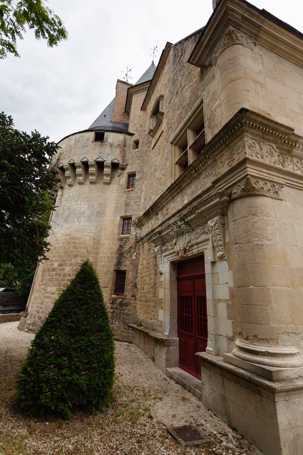 Dampierre苏尔Boutonne城堡侧视图  免版税图库摄影