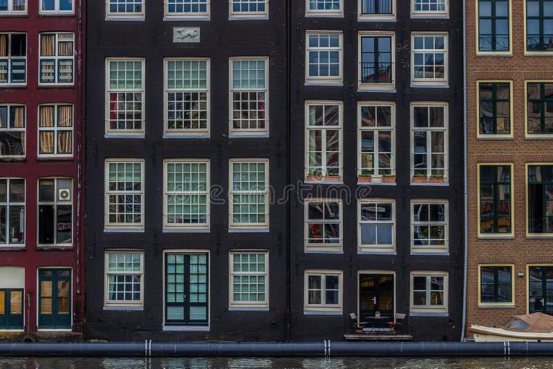 Damrak hus fotografering för bildbyråer