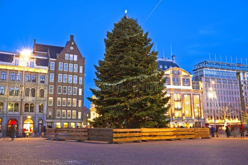 Damsquare In Amsterdam Am Weihnachten In Den Niederlanden Stockbild ...