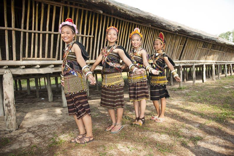 Damy od Rungus etnicznego jest ubranym tradycyjnego kostiumu zdjęcie stock