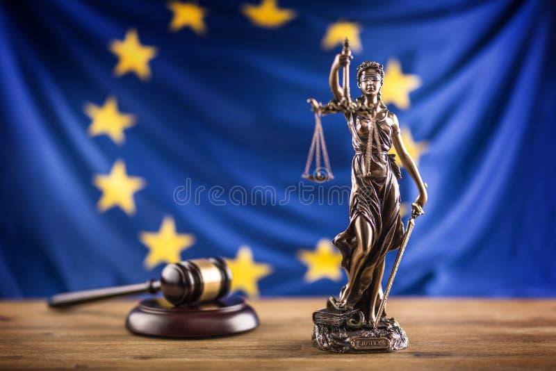 Damy sprawiedliwość i Europejska Zrzeszeniowa flaga tła pojęcie odizolowywający sprawiedliwości prawa skala symbolu biel obrazy royalty free