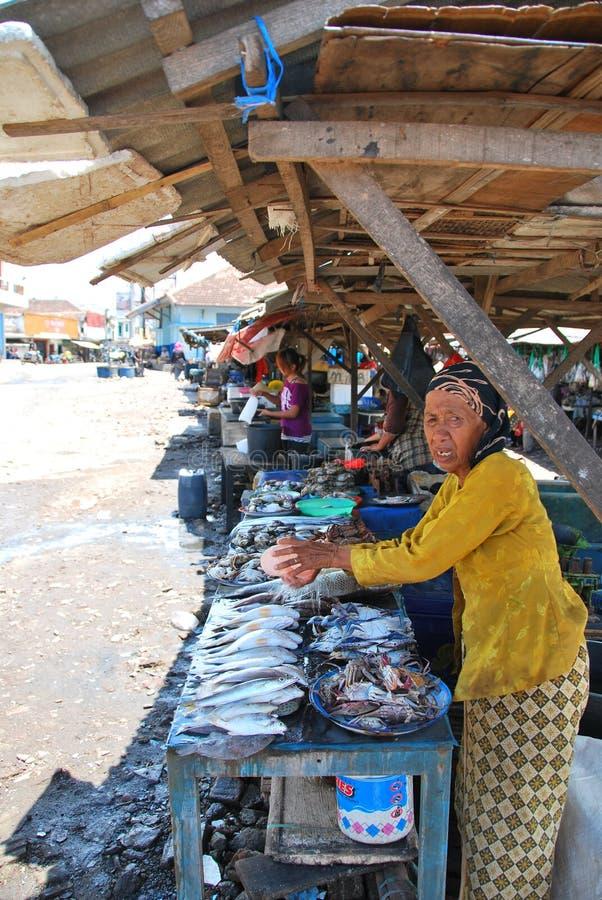 Download Damy sprzedawania ryba zdjęcie editorial. Obraz złożonej z dorosły - 57663266