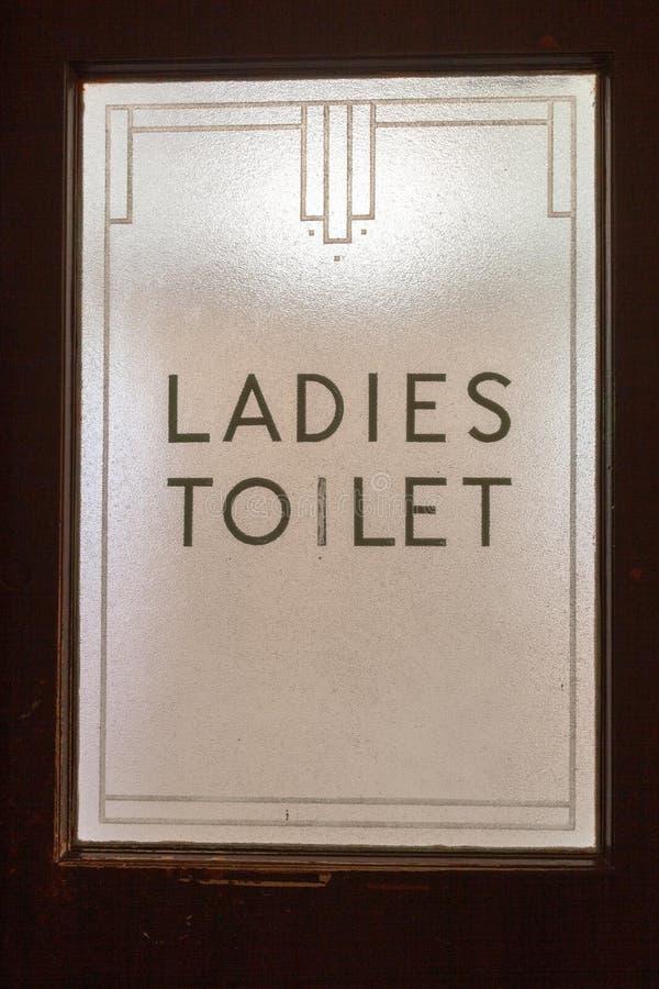 Damy toalety znak na drzwiowym szkle w art deco stylu obraz stock