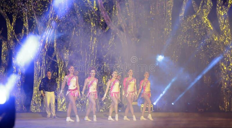 Dança acrobática fotos de stock royalty free