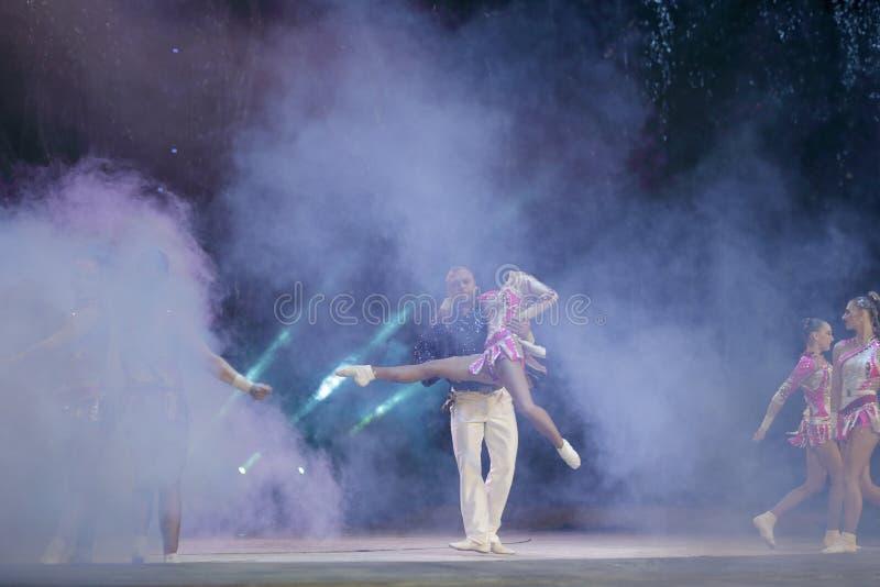 Dança acrobática foto de stock