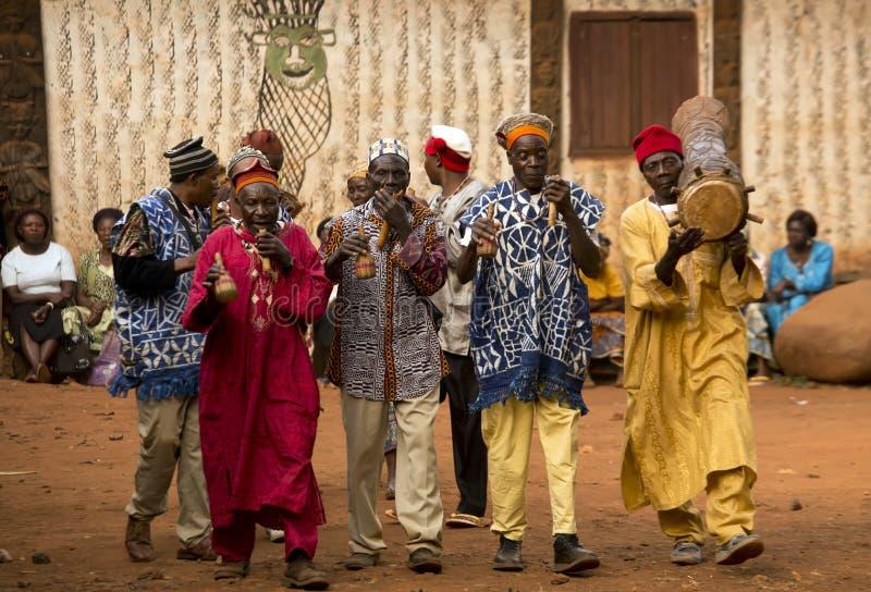 Dança africana tradicional imagens de stock