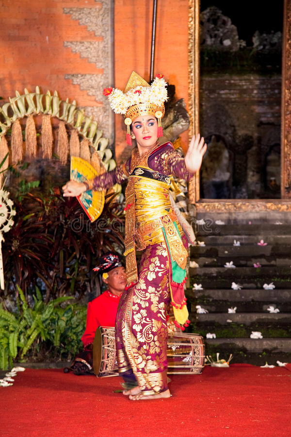 Dança & Ramayana de Legong pelo trupe de Bina Remaja imagens de stock royalty free