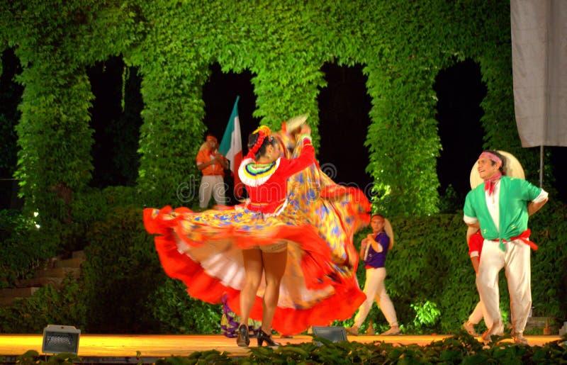 Dança apaixonado dos pares do latino fotos de stock royalty free