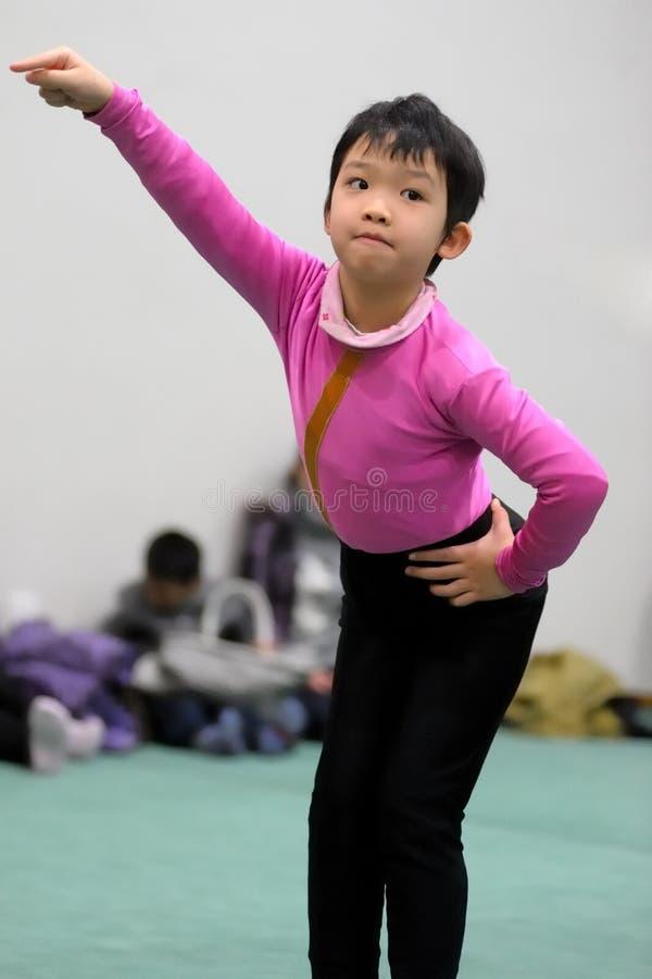 Dança asiática do miúdo imagens de stock