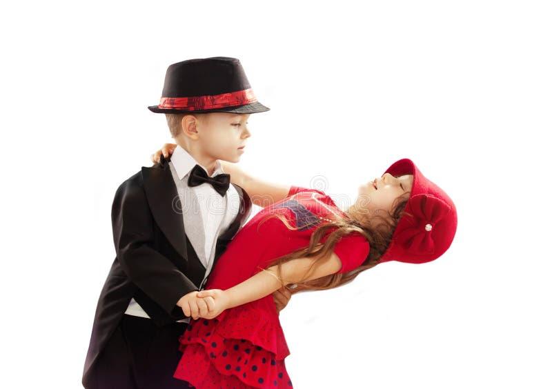Dança bonita do rapaz pequeno e da menina foto de stock royalty free