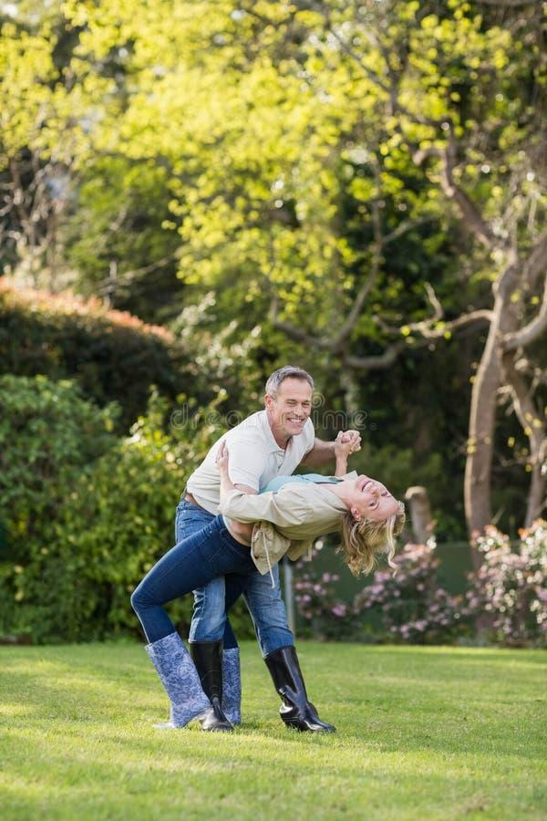 Dança bonito dos pares foto de stock