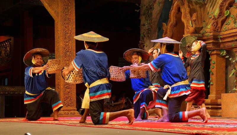 Dança cambojana tradicional da cesta imagem de stock