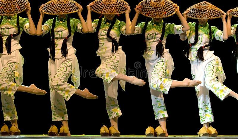 Dança chinesa do grupo étnico   fotos de stock royalty free