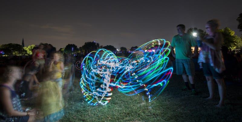 Dança da aro em um concerto imagens de stock