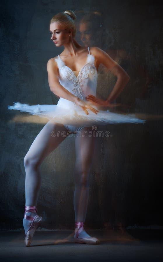 Dança da bailarina fotos de stock