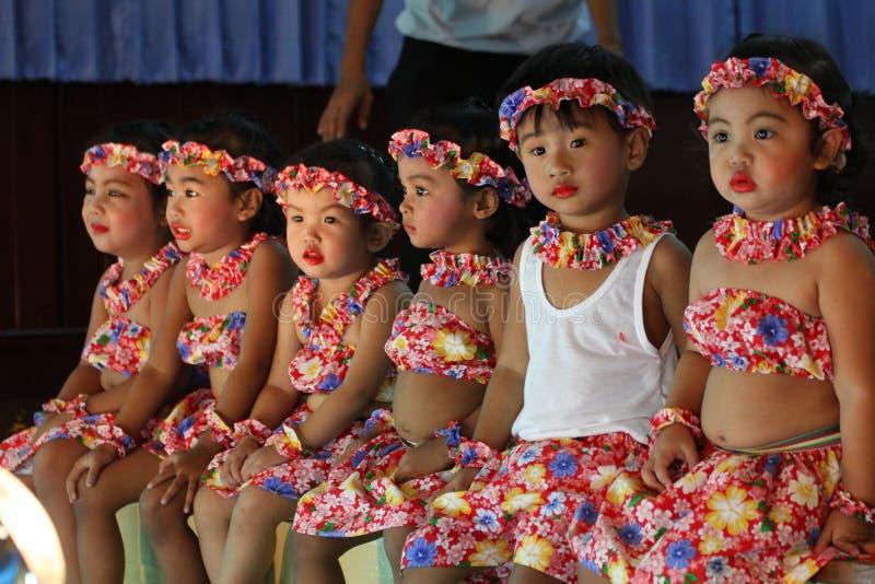 Dança da cultura dos estudantes de Tailândia imagens de stock royalty free